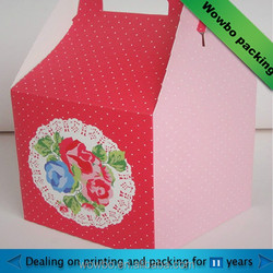 Red cardboard cupcake take away box