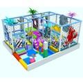 enfermagem interior do labirinto no parque infantil de plástico e forte