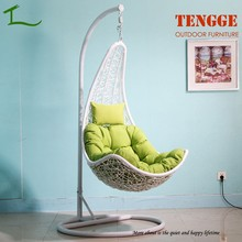 TG15-0139 Half moon shape white rattan indoor swing chair