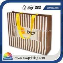 La moda de nueva personalizado impreso de papel bolso de compras de prendas de vestir para traje