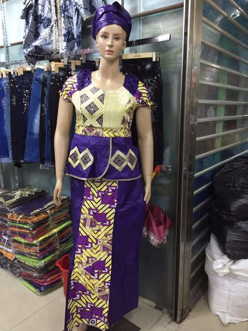 Fantaisie Nigeria Guinée Brocade Bazin avec un chiffon de cire pour les femmes