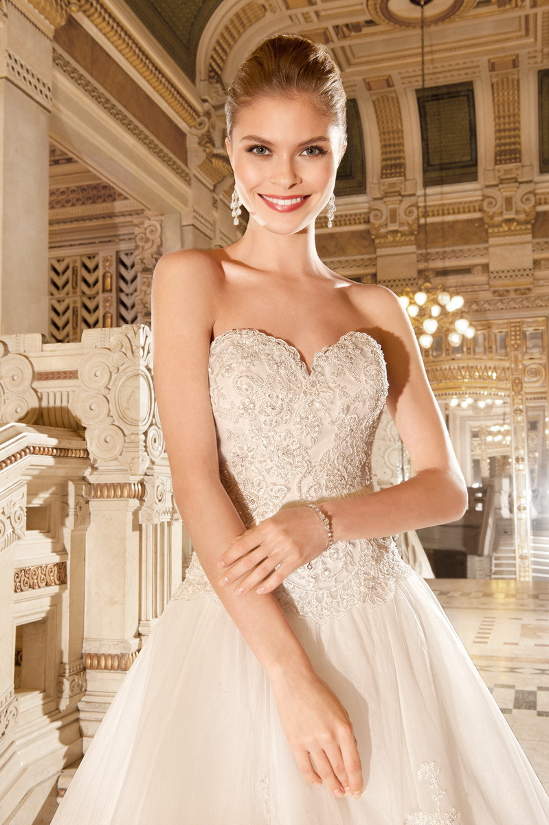 Wdsb-2034 French Lace Wedding Dress Embroidered Sleeveless Wedding ...