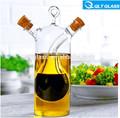de alta calidad de aceite de vidrio claro y una botella de vinagre