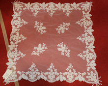 wholesale fancy ivory beaded embroidery table cloth with tussels