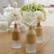 Customized Aroma Wooden Bottle Cap Reed Diffuser with Sola Wood Flower Scents Air Freshener in Stock