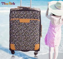 tres aves de polo para el equipaje con la maleta de piezas para los hombres las mujeres y los niños
