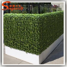 Plastic artificial green leaf fence made of artificial ivy fence as garden fence decoration