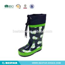 nuevos de caucho de moda botas de lluvia baratas para los niños. venta al por mayor niños del fútbol botas de lluvia