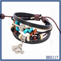 2016 yiwu china suppliers wholesale European style leather bangle with wooden beaded antique silver fish pendant free sample
