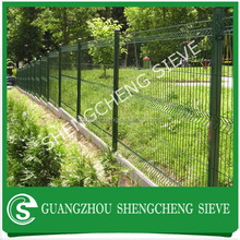 Durable Plastic coated 3 folds wire mesh fence with factory price