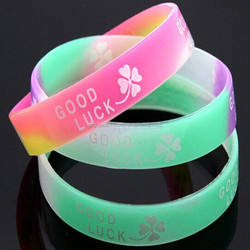 Wholesales oem Factory supply silicone bracelet glow in the dark wristband embossed with color logo on wristbands cool band