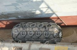 World widely used pneumatic rubber yokohama type floating fender with chain and tire net