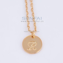 Wholesale 26 Letters Necklace, Cheap Gold Round Slice Pendant Necklace with R letter