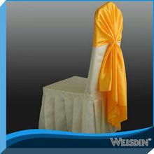 campana de oro decorada con un estilo diferente Cubierta de la silla de color beige elegante