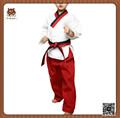 el uniforme de taekwondo para niños