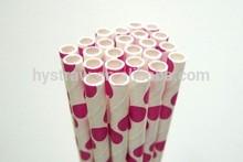 punto de color rosa de papel decorativo pajas en la fiesta de bodas