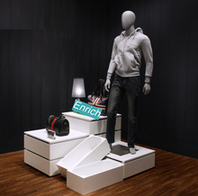 clothingh negozio utilizzato il modello da pavimento display