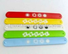 Factory price customized silicone slap band 2012