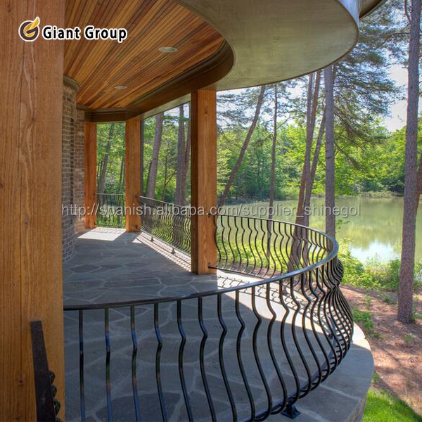 Barandales para balcones jardin barandas y pasamanos for Barandillas de madera para jardin
