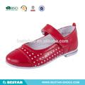 2015 Zapatos de colegio de piel de pera y puntos. Clásico zapato de piel para chicas con vestido