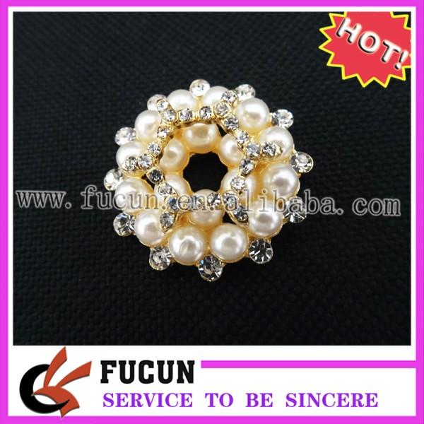 pearl flower brooch.jpg