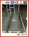 plancha de aluminio perforado con diseño de andamio