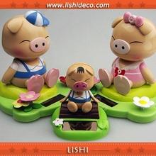 solar cute swinging pig doll toy