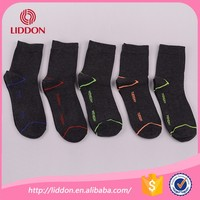 mens wearing casual socks combed cotton socks with customized pattern