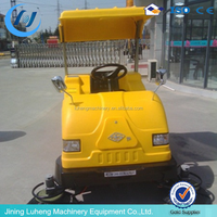 Street hard floor cleaning machines applicable to large places