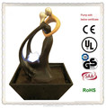 Abstracta estatua de interior baile fuente figurines pareja