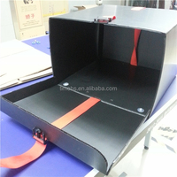 Corrugated plastic motorcycle delivery box for pizza