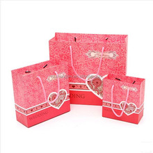 China manufacturer customized fancy paper gift bag