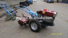 granja tractor caminar con tipos de implementos agrícolas