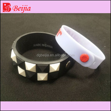 Custom fitness sports silicone rubber college team bracelet