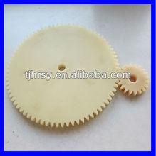 Transmission pinion gear wheel