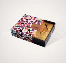 colorata piazza scatola da pasticceria in modello rombo