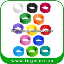 2014 regalo promocional de silicona barata de goma dedo anillos