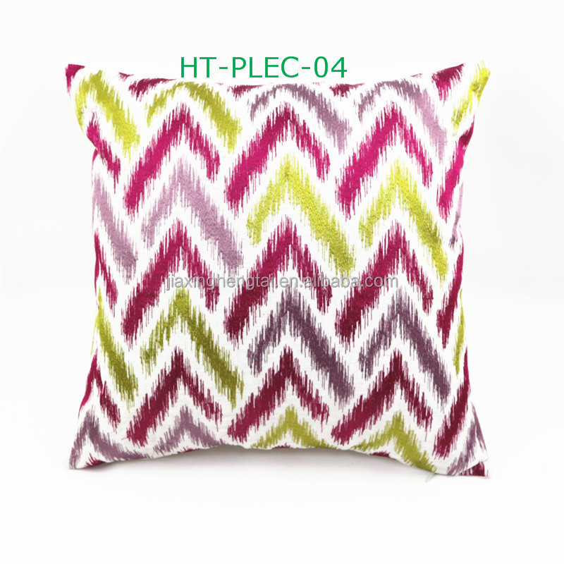 Derni re conception de broderie zig zag chevlon grand for Grand coussin pour canape