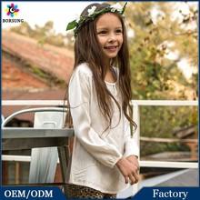 Novo modelo meninas Tops Plain branco Embroidred blusas Design de corte moda algodão crianças meninas camisas