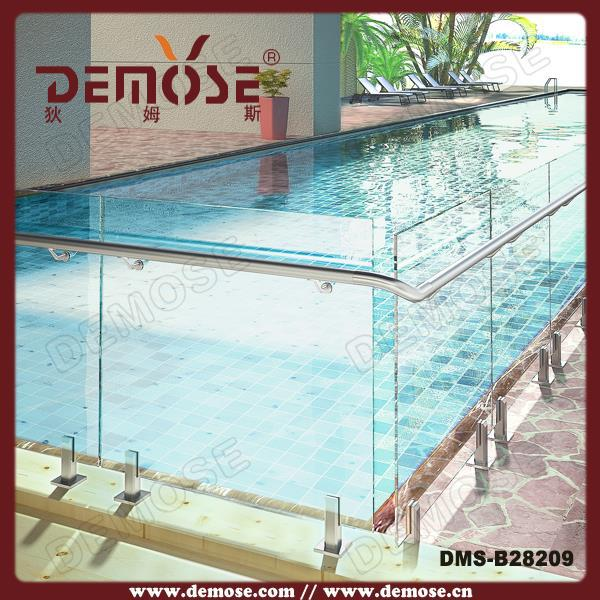 Piscine hors sol barri re de s curit kits verre de for Securite piscine miroir
