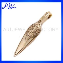 beautiful rose gold arrowhead pendant