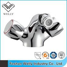 2015 Dual Handle Control Bathroom Tap Chrome Washing Basin Faucet In Foshan