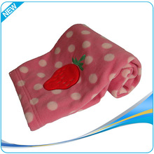 2015 New style fashion beautiful 100% polyester newborn baby blanket