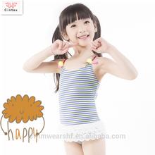 Precioso raya del cordón de una sola pieza traje de baño sin respaldo con láser flor para bebé
