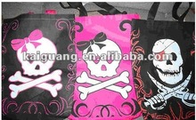 HALLOWEEN NON WOVEN TOTE BAG UNISEX WILL HOLD LOTS OF CANDY PINK & BLACK SKULLS
