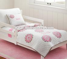 China supplier girl cotton /microfiber pink flower embroidery kid patchwork quilt for childeren/kid bedspread