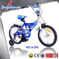chico de la bicicleta para tres años de edad los niños
