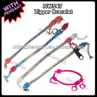 2013 fashion plastic zipper wrist bands with metal pendant