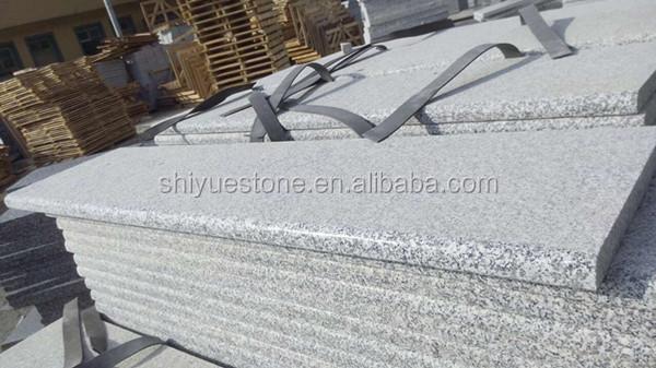 Pierre naturelle marches d 39 escalier tape granit for Marche escalier exterieur pierre