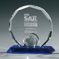 Modern Design Laser Engraved Diamond Cutting Crystal Awards with Globe Etched & Blue Base as Office Desktop Decoration